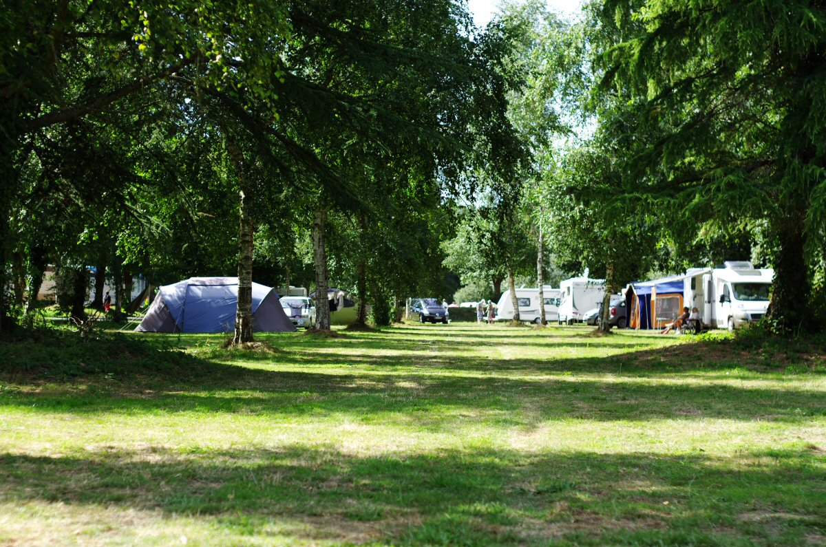 wooded-campsite_nantes-brest_canal